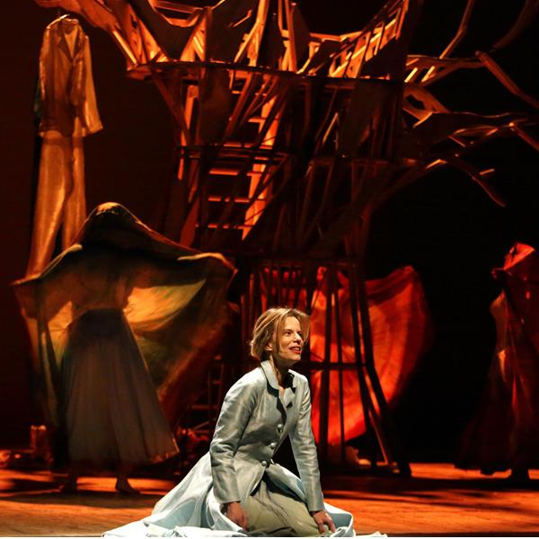 """Teatro: """"L'uomo seme"""" di e con Sonia Bergamasco"""