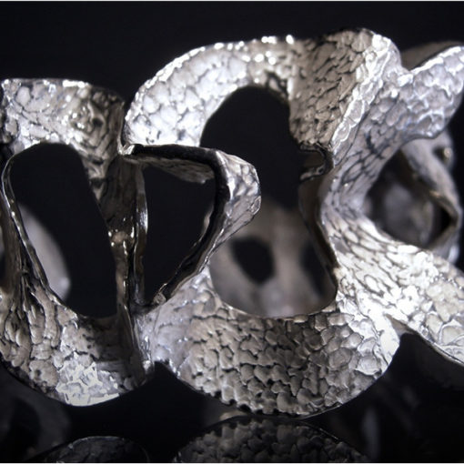 L'argento come non lo avete mai visto. Il gioiello come scultura