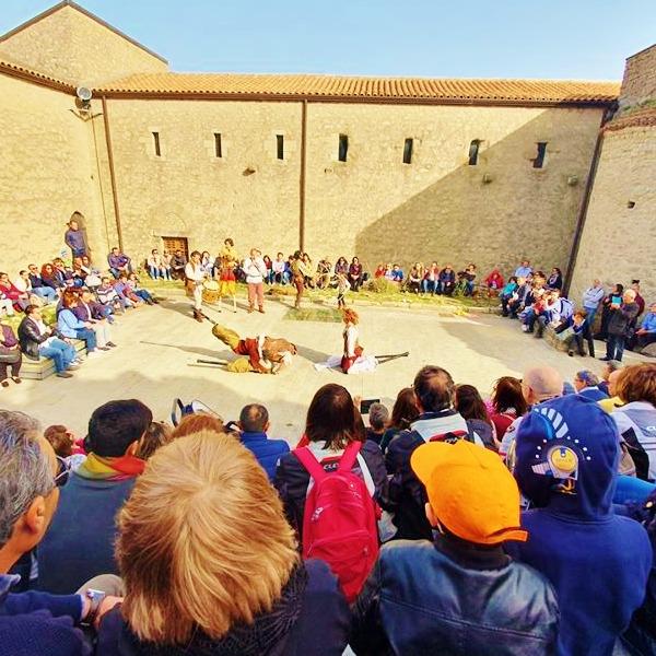 """""""Viaggio nel Medioevo"""": spettacolo e visita gratuita al Castello di Montalbano Elicona"""