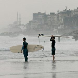 Gaza Surf Club. Il documentario-verità sui giovani paletinesi di Gaza