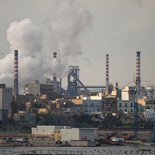 Ilva. A denti stretti - La tragedia ambientale di Taranto