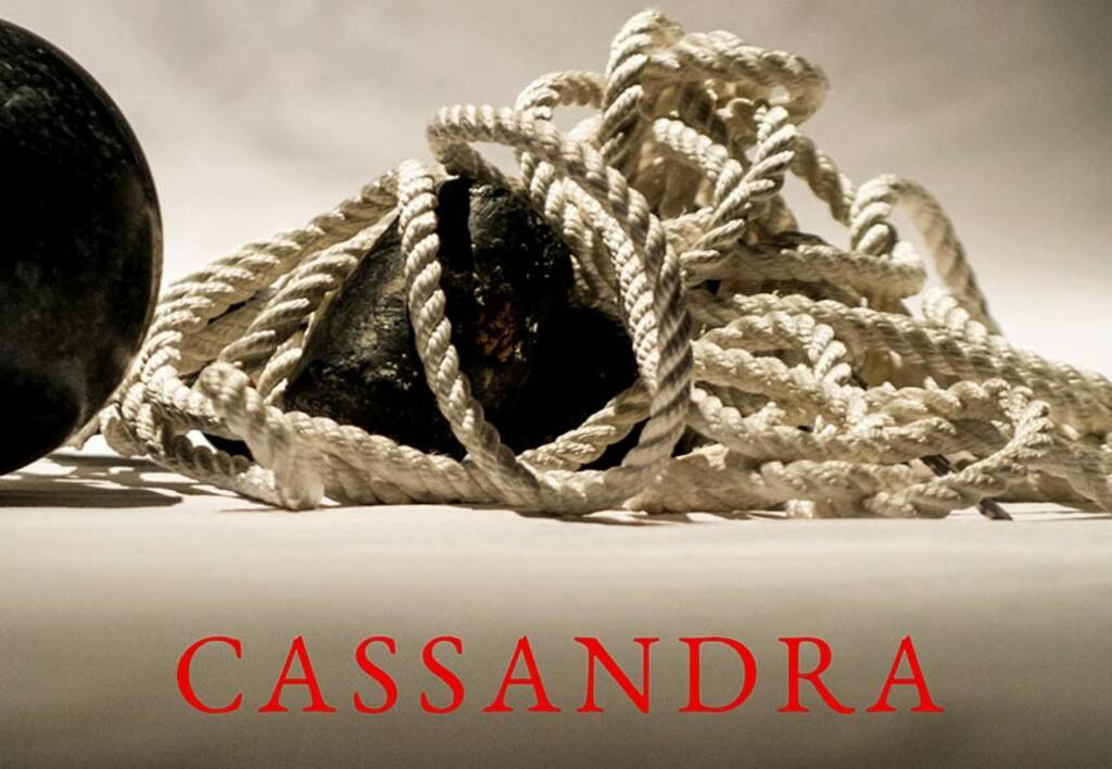 """Teatro: """"Cassandra"""" monologo di Alessandro Pertosa con Maddalena Fenucci"""