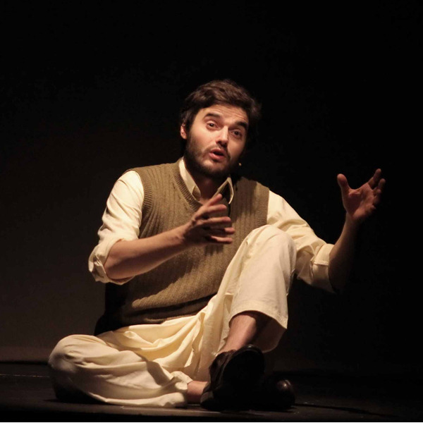 """Teatro: """"Nel mare ci sono i coccodrilli - Storia vera di Enalatollah Akbari"""""""
