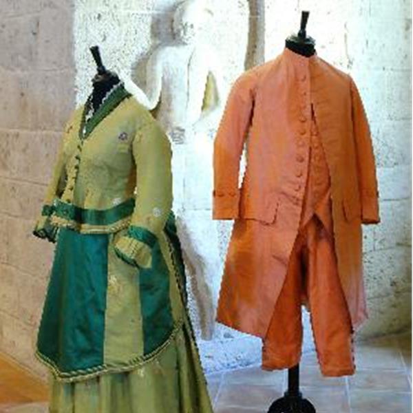 Moda al Castello. Collezioni di abiti storici in Puglia