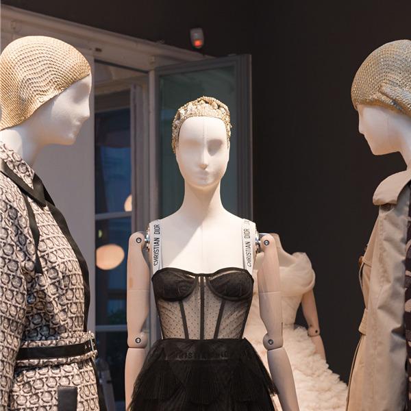 """Visita guidata virtuale alla mostra """"Memos. A proposito della moda in questo millennio"""""""