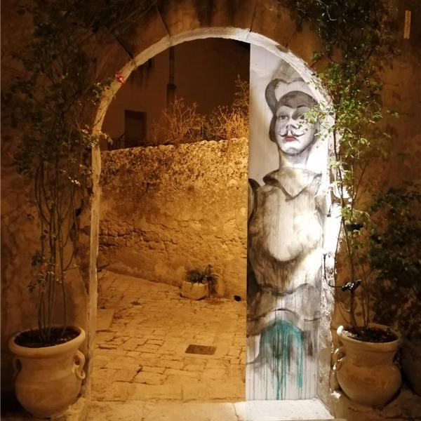 A Ragusa Ibla le installazioni artistiche di Design, Architettura, Pittura, Fotografia e Moda
