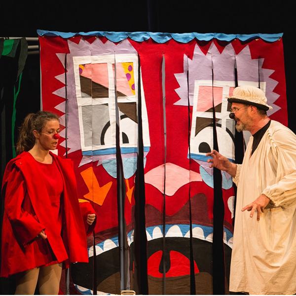 """Teatro: """"Cappuccetto Rosso, il Lupo e altre assurdità"""""""