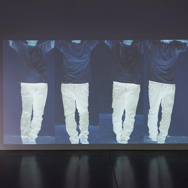 """Bando per la selezione di performer per la mostra """"Bruce Nauman: Contrapposto Studies"""""""