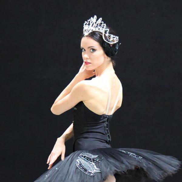 """Presentazione libro """"Dancer"""": Petra Conti in conversazione con l'autrice Deborah D'Orta"""