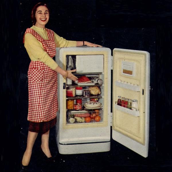 """Pausa Pubblicità: """"Il frigorifero ideale per la famiglia media è il CGE 140 Coldrator"""""""