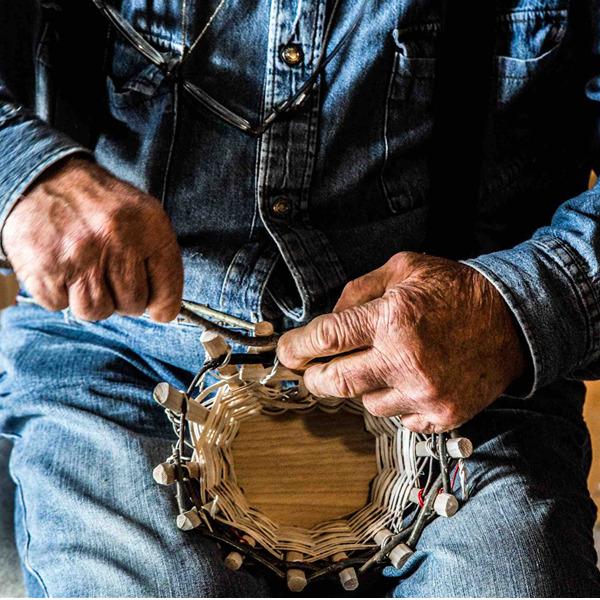 La ragione nelle mani. La mostra di Stefano Boccalini sul linguaggio e i saperi artigianali della Valle Camonica