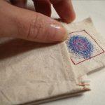 Talismano rivelato. Laboratorio esperienziale con fili, ago, tessuti, simboli e parole
