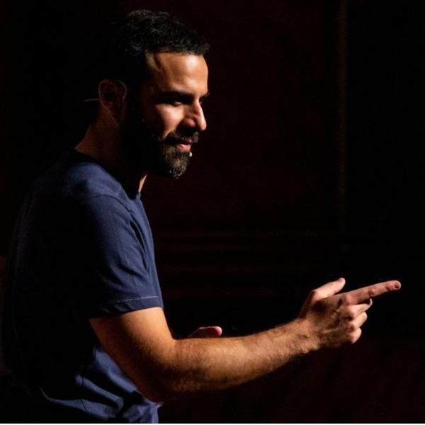 """Teatro: """"Stay hungry - Indagine di un affamato"""" di e con Angelo Campolo"""