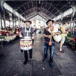 I trovatori della Grande Orchestra Occitana nei mercati di 12 città della provincia di Cuneo