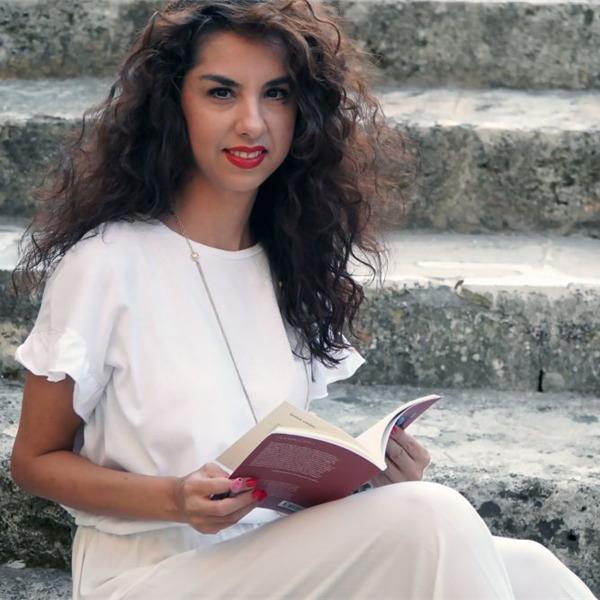 """""""Ionùda"""": la prima raccolta di poesie di Mariangela Maio"""