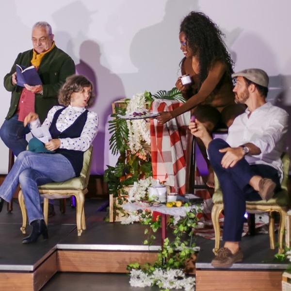 Dalla Poesia al Teatro. Peripezie di una donna senza valigia