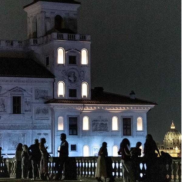 """La Notte Bianca di Villa Medici: """"Presto, la notte"""""""