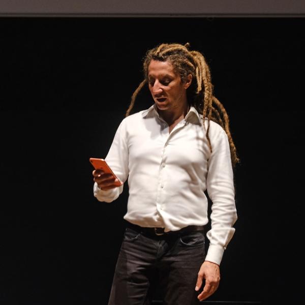 """""""Selezioni"""". Performance di Filippo Riniolo in occasione della ricorrenza del rastrellamento del Ghetto di Roma"""