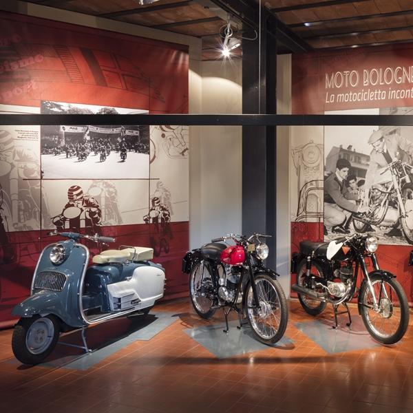 Moto bolognesi degli anni 1950-1960 - La motocicletta incontra l'automobile